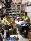 Lực lượng QLTT kiểm tra hàng hóa